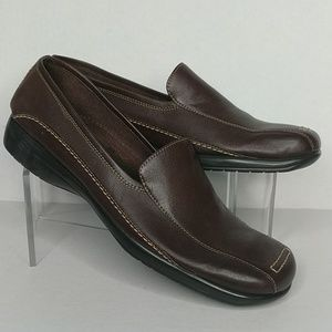 A2 Brown Leather Loafers Size 8 (Fit like 7.5)